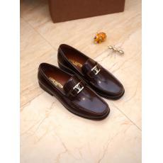 入手が難しい ヴィトン LOUIS VUITTON  スリッポンビジネスシューズ紳士おしゃれ通勤 メンズ多色展シンプルスーパーコピーブランド靴