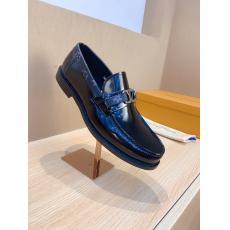 素敵な ルイヴィトン LOUIS VUITTON  3色スリッポンおしゃれ紳士快適ビジネスシューズ革靴ロングノーズメンズシンプル疲れない通勤 特価 レプリカ販売