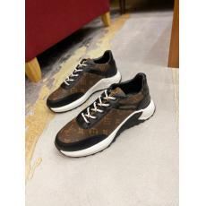 LOUIS VUITTON ルイヴィトン シンプルカジュアルシューズ運動靴メンズウォーキングシューズローカットランニングシューズ スニーカーバスケットシューズレプリカ口コミ販売